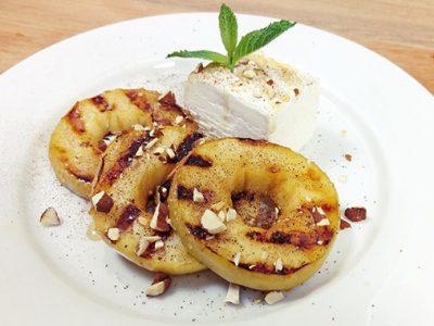 Яблоки на гриле с мороженым (видео)
