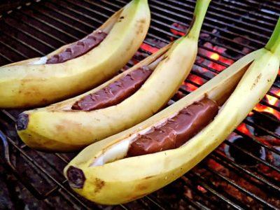 Бананы с шоколадом на гриле (видео)
