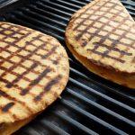Кесадилья с мясом и луком на газовом гриле (видео)