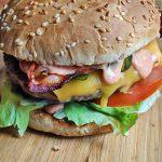Классический бургер на гриле (видео)