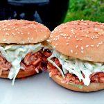 Бургеры с рваной курицей на гриле (видео)