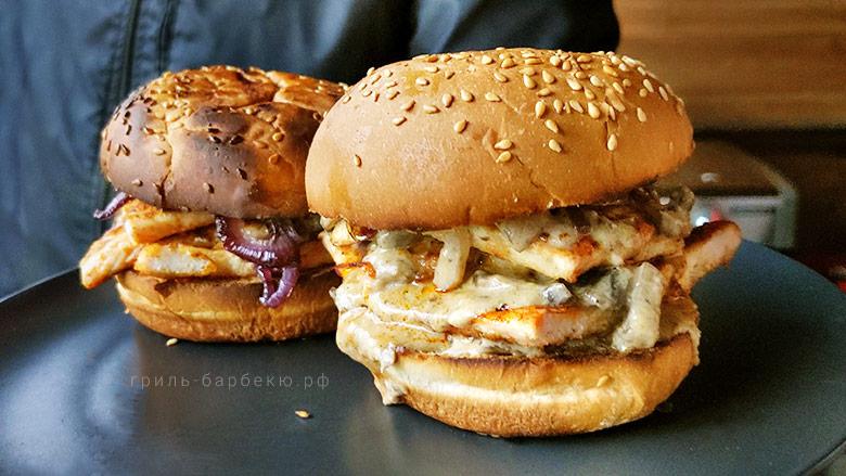 Куриные бургеры с грибным соусом на газовом гриле (видео)