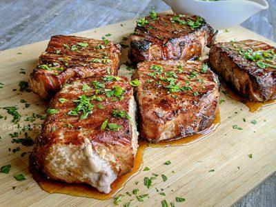Свиные стейки из карбонада методом обратной обжарки (видео)